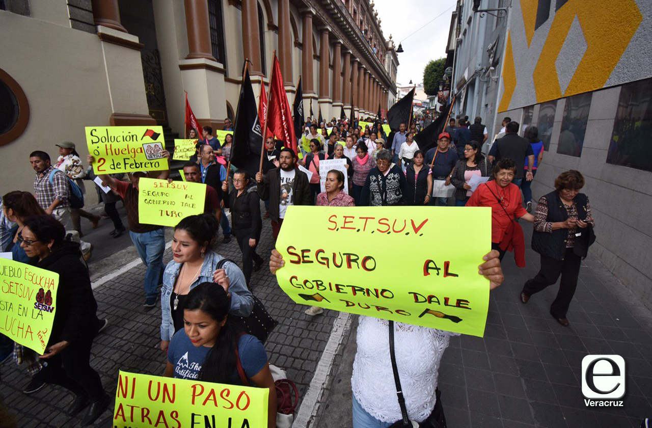 Setsuv sale a las calles, reclaman a rectora Sara Ladrón aumentos del 20%