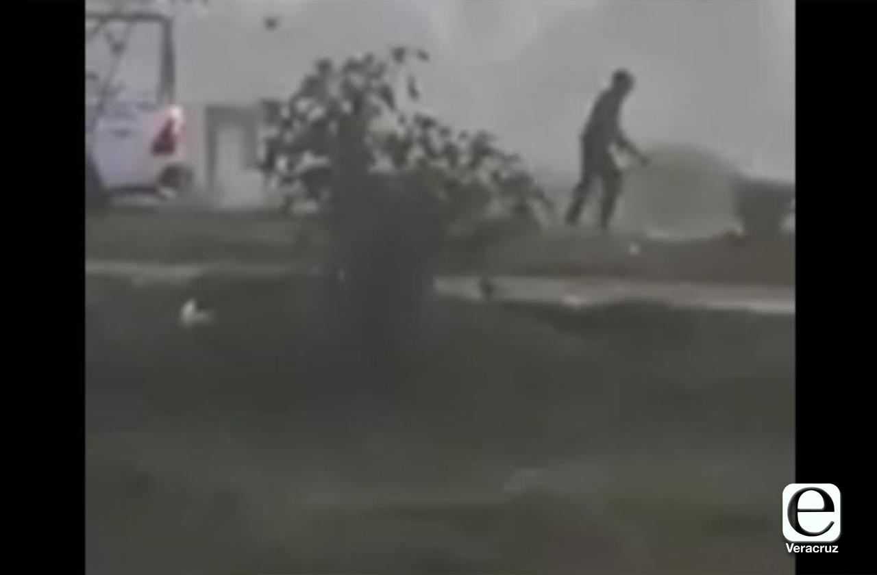 VIDEO | Así policías dispararon contra perros callejeros en Mihuatlán