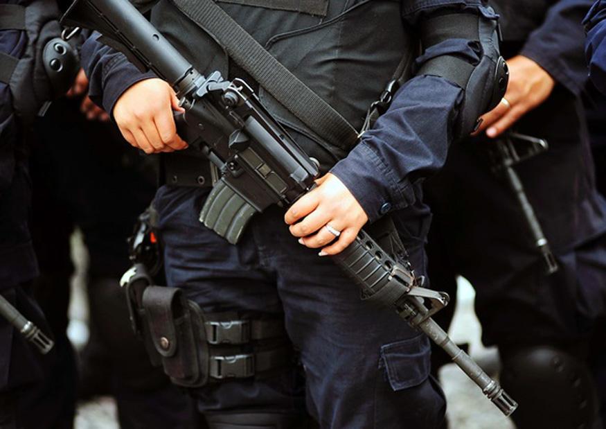Por llevar el volumen alto, policías balearon a conductor en Altotonga