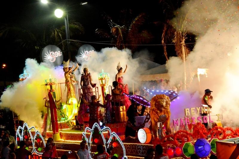 Exitoso el primer gran desfile del Carnaval de Veracruz 2014