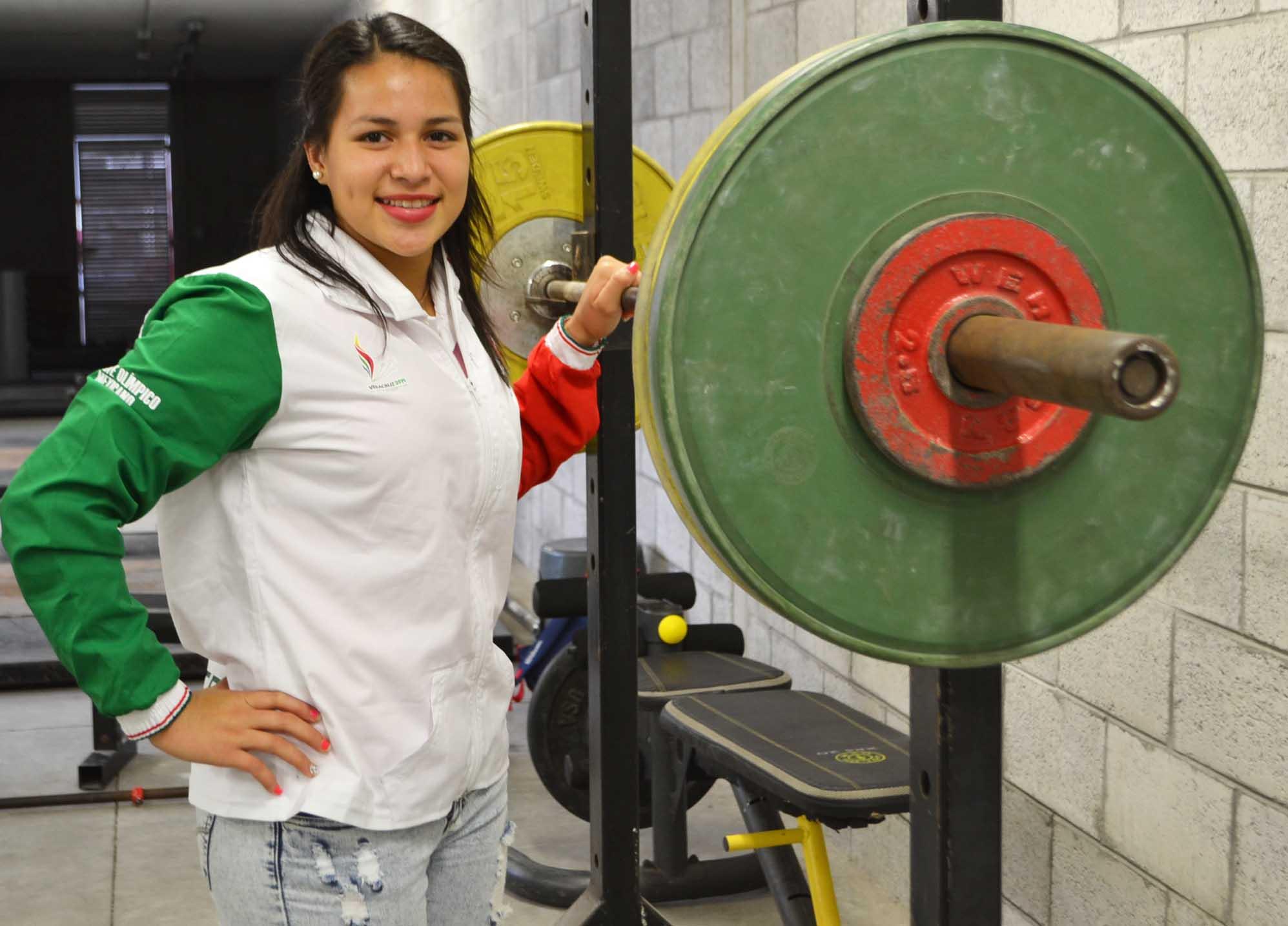 Es Lizbeth Nolasco medallista mundial juvenil de halterofilia