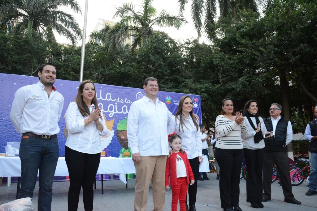 Ramón y Maricruz celebran con 5 mil veracruzanos el Día de Reyes