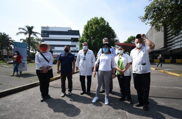 Vacuna al personal de salud antes que al magisterio, reclaman en Xalapa