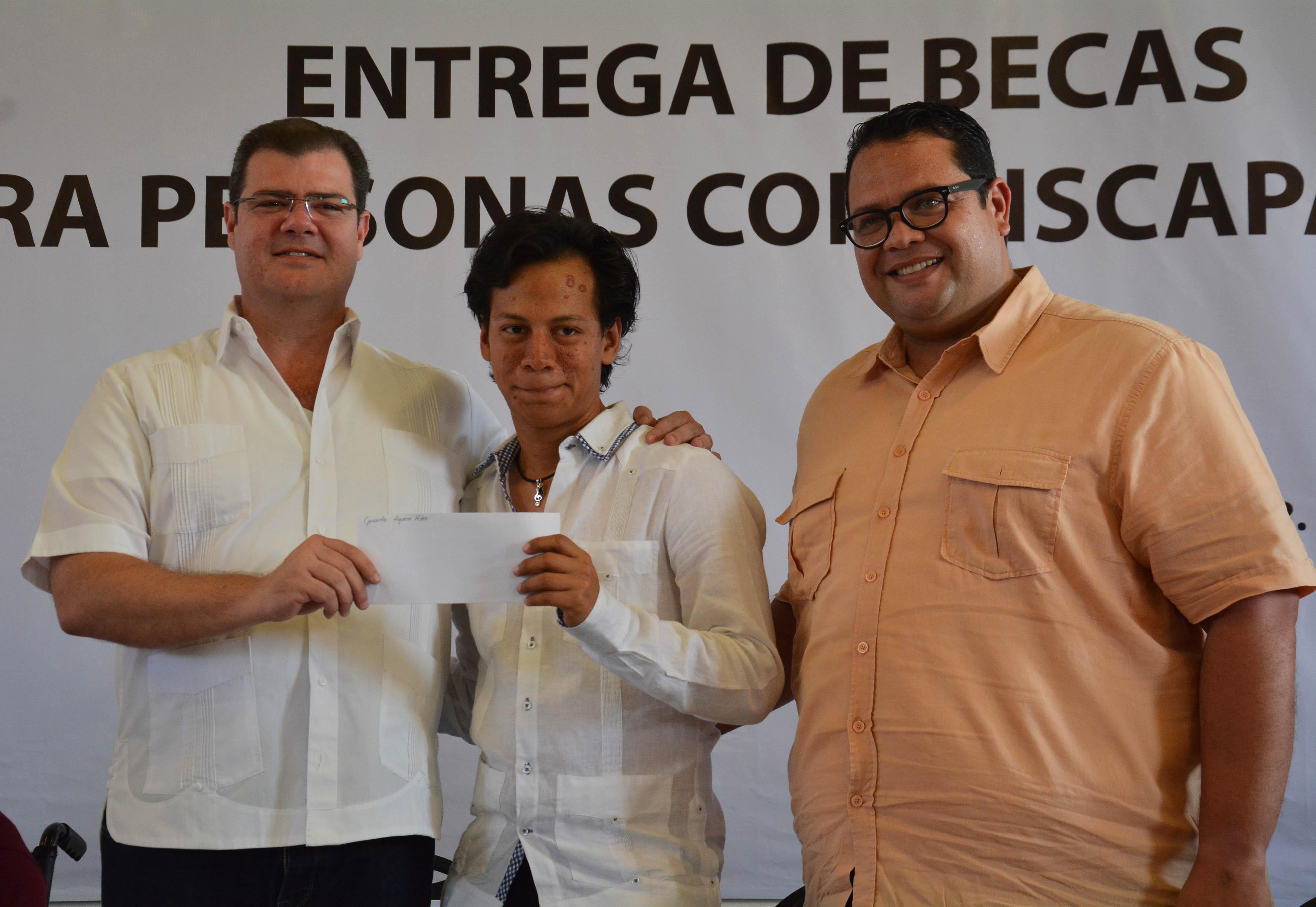 Ramón Poo reconoce esfuerzo de niños y jóvenes con discapacidad