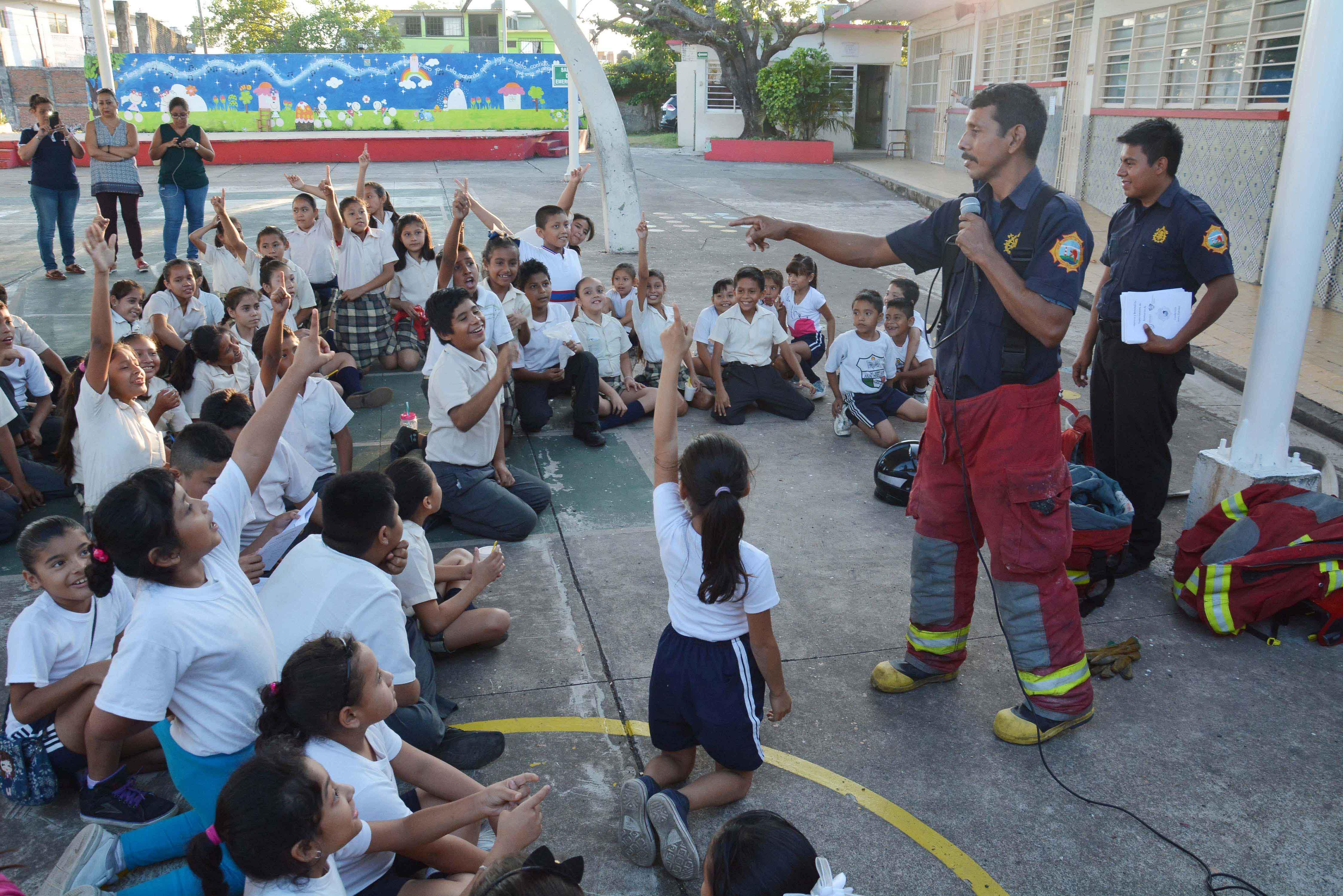 Bomberos Municipales realizan pláticas en escuelas primarias