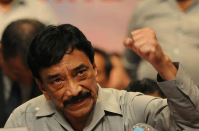 Pide AMLO investigación a Víctor Flores en sindicato ferrocarrilero