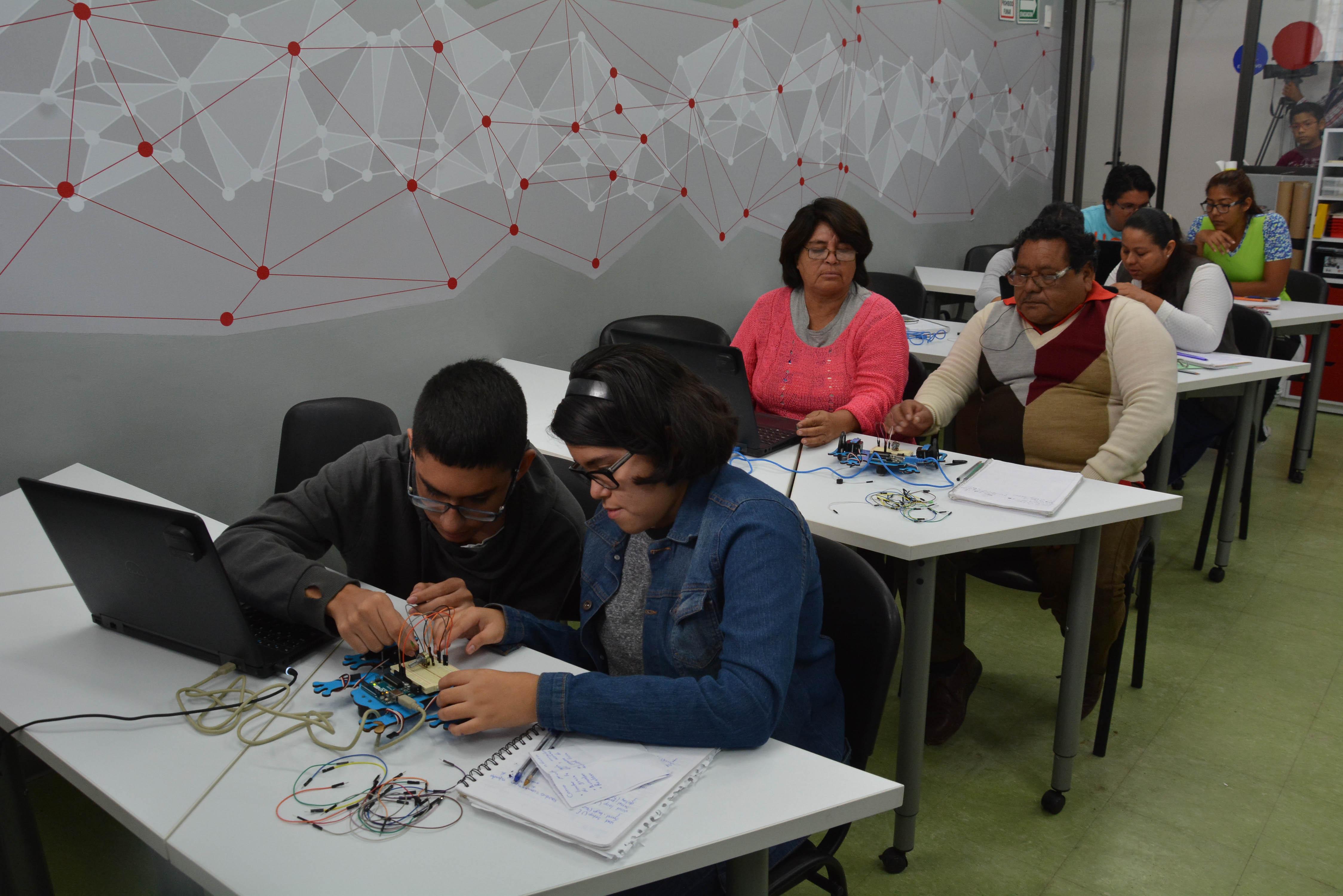 """Asiste Ramón Poo a reunión en Centro de Inclusión Digital """"Punto México Conectado"""""""