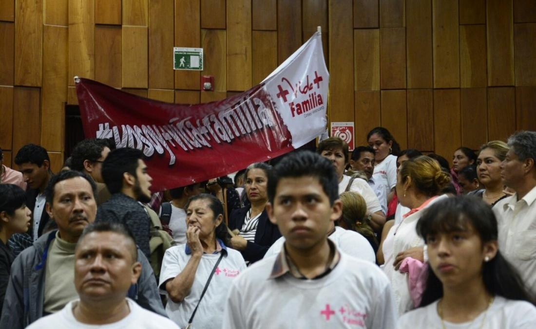 Retiran de la orden del día iniciativa de +Vida+Familia; católicos se molestan