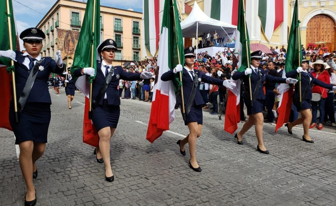 Menos de una hora duró el desfile conmemorativo de la independencia en Xalapa