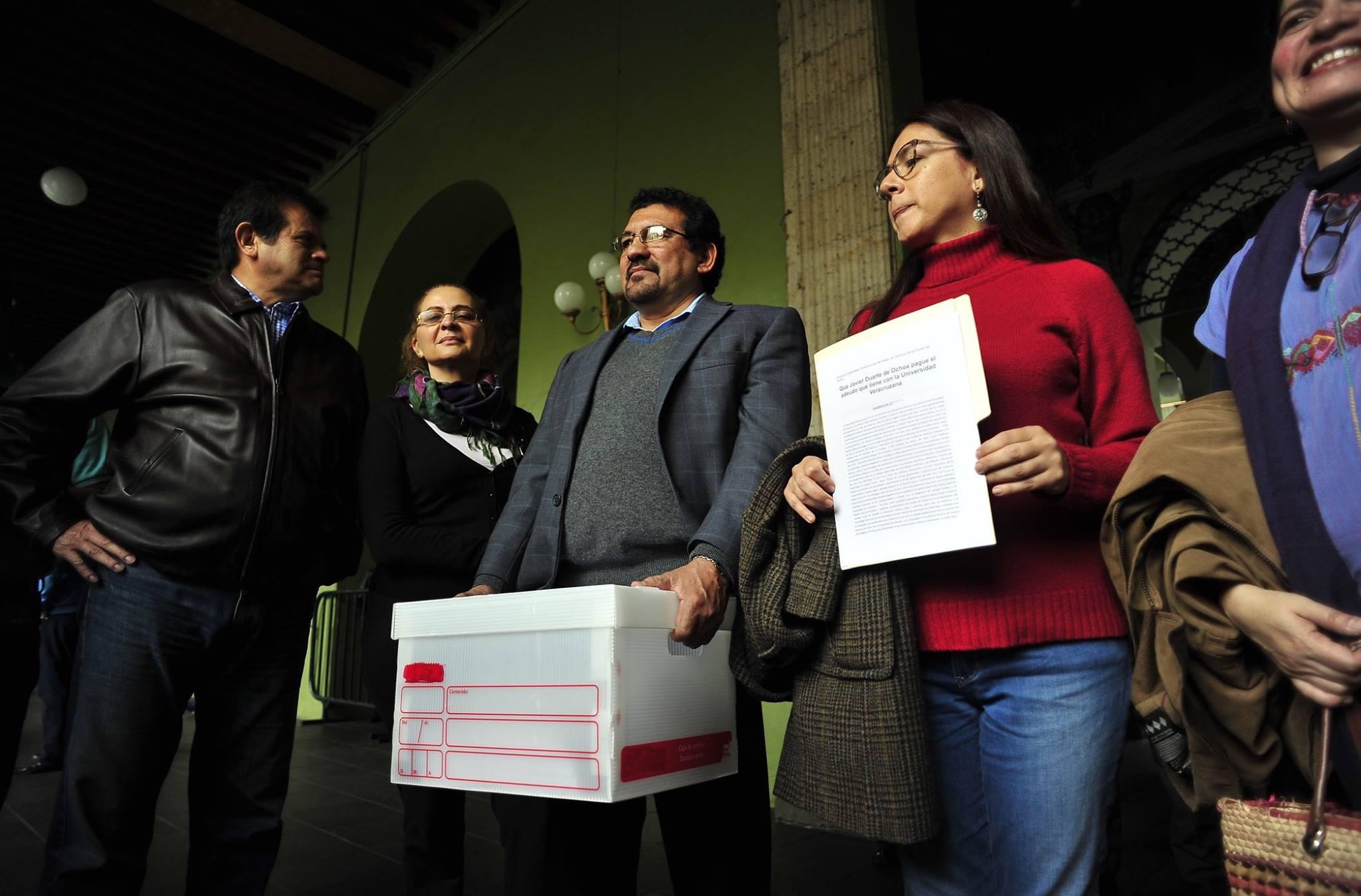 Con más de 60 mil firmas exigen a Duarte saldar deuda con UV