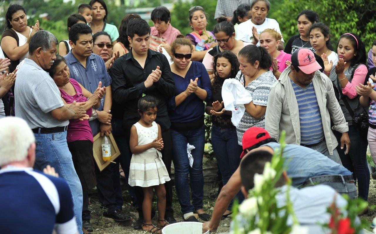Dan el último adiós al periodista Manuel Torres en Poza Rica