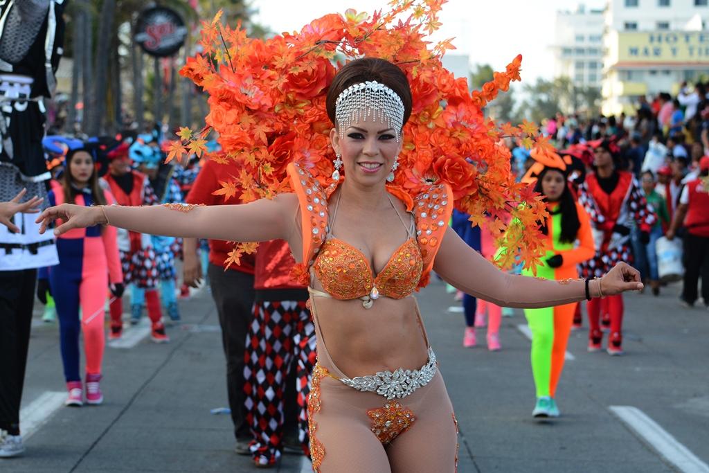 Se desarrolla con éxito Segundo Gran Desfile del Carnaval ...