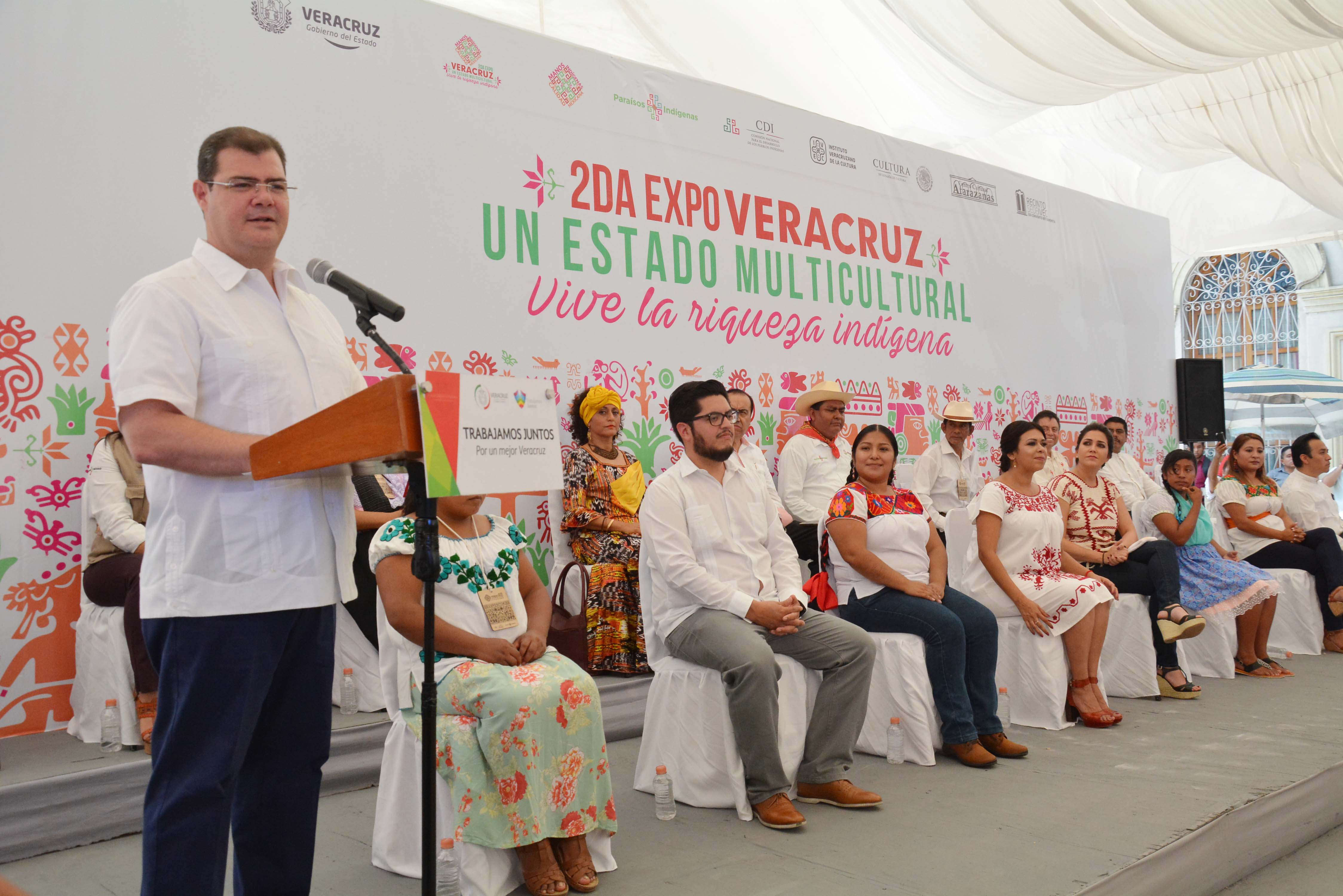 "Asiste Ramón Poo a inauguración de ""Segunda Expo Veracruz un Estado Multicultural, Vive la Riqueza Indígena"
