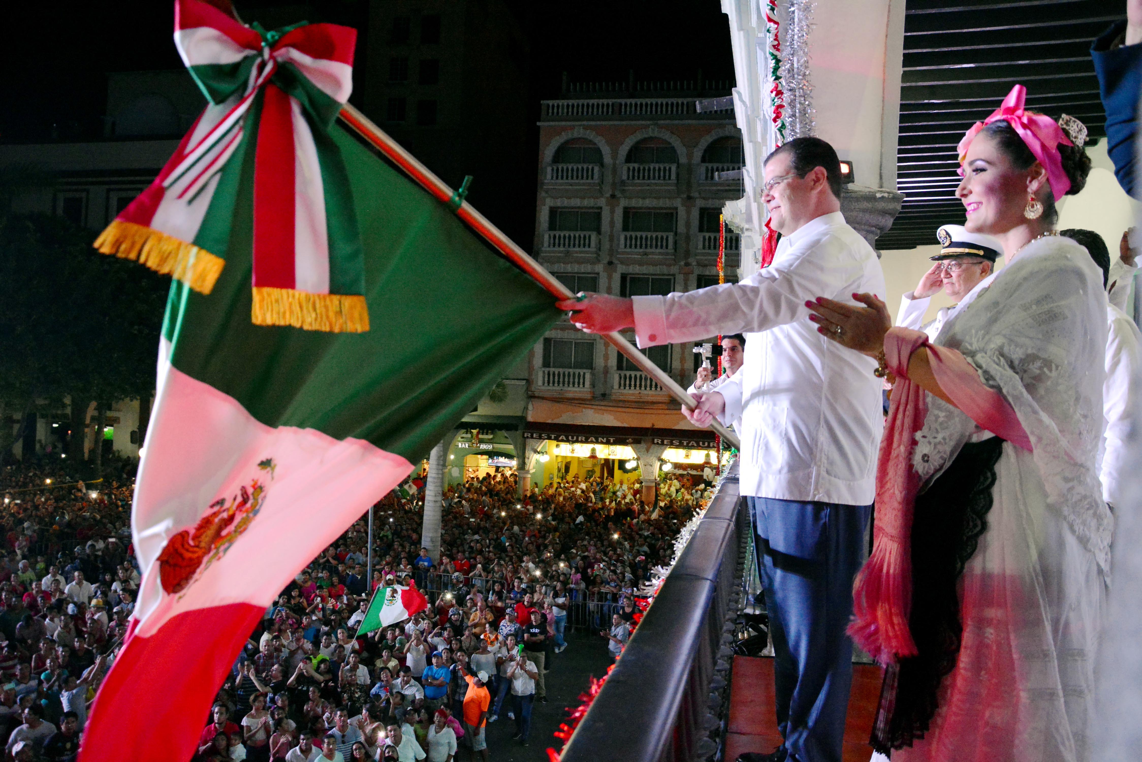 Ramón Poo da Grito de Independencia ante ocho mil personas