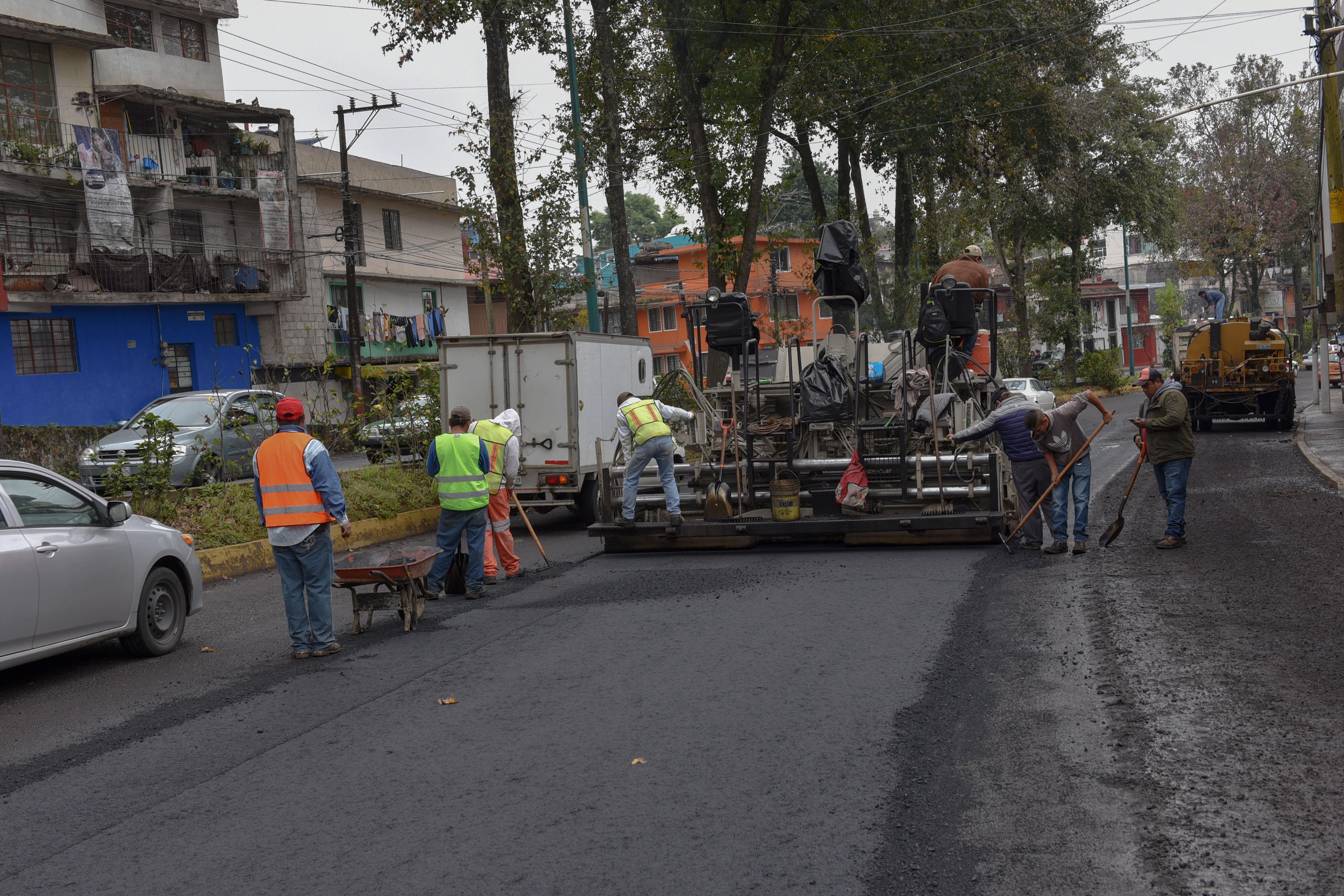 Realizan bacheo para reparar Ruiz Cortines