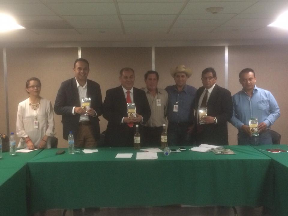 Gestiona Carlos Morales apoyos de Sagarpa para cafeticultores de Altotonga