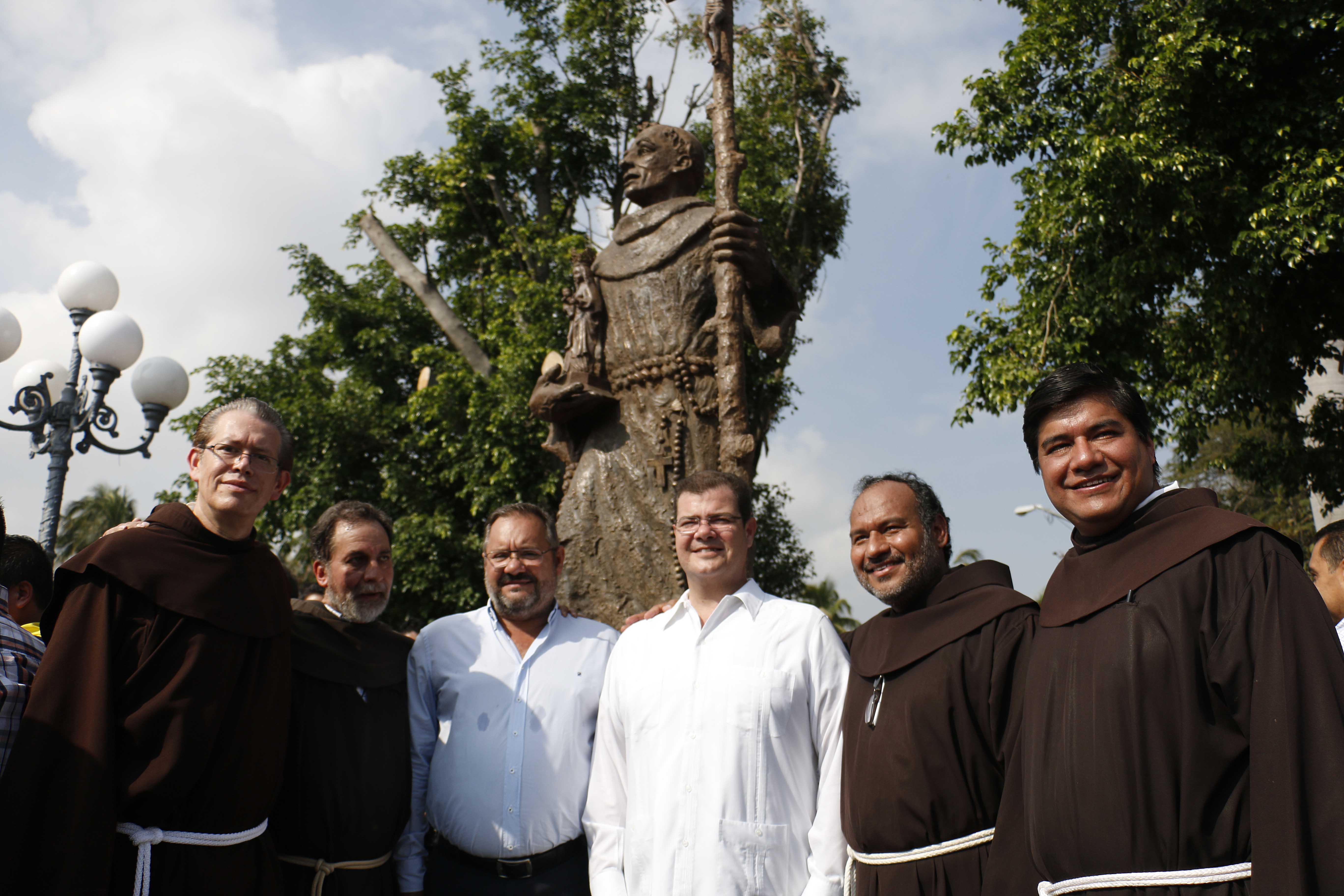 Ramón Poo inaugura Rehabilitación de la Plaza de la Orden Franciscana
