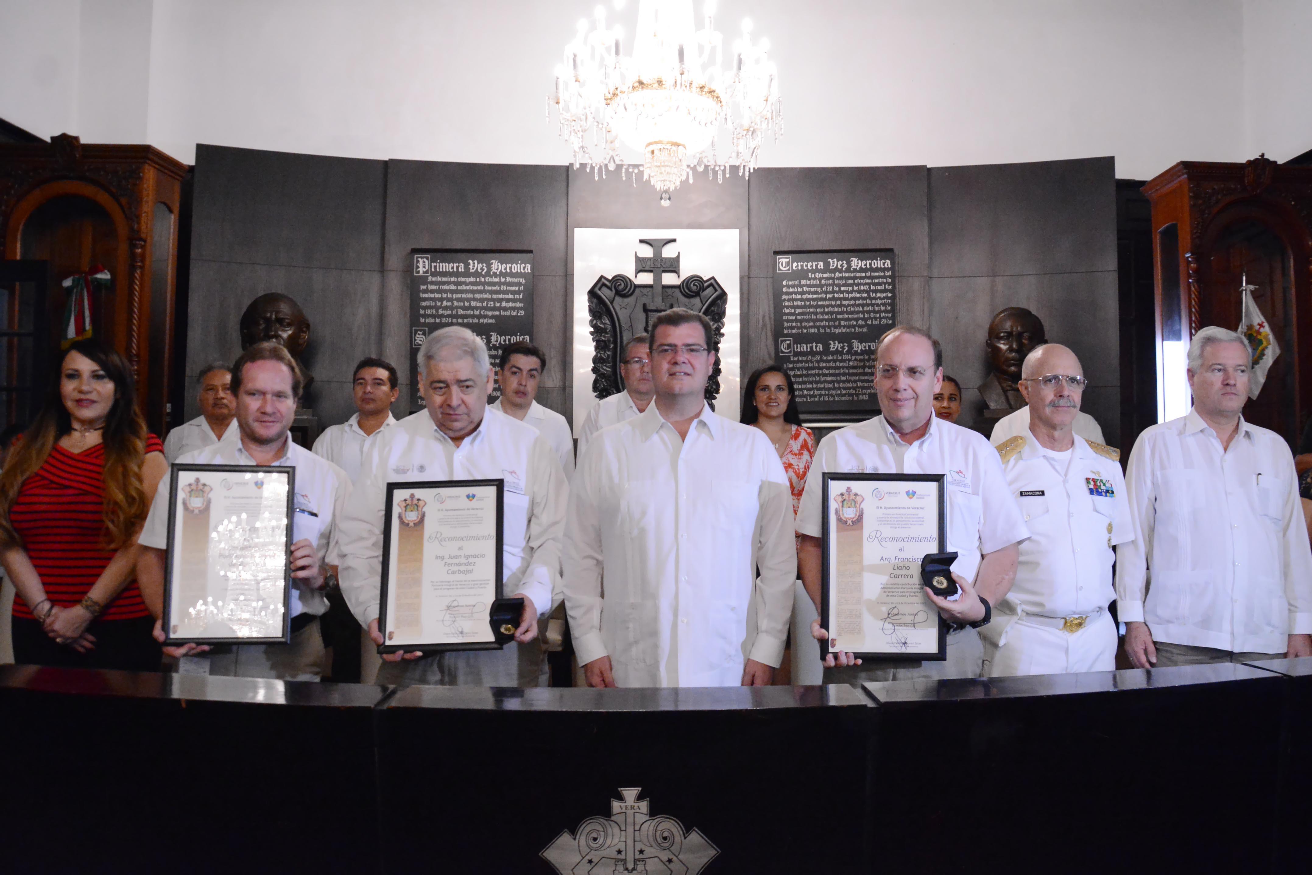 Ramón Poo reconoce contribución de APIVER en el desarrollo del municipio porteño
