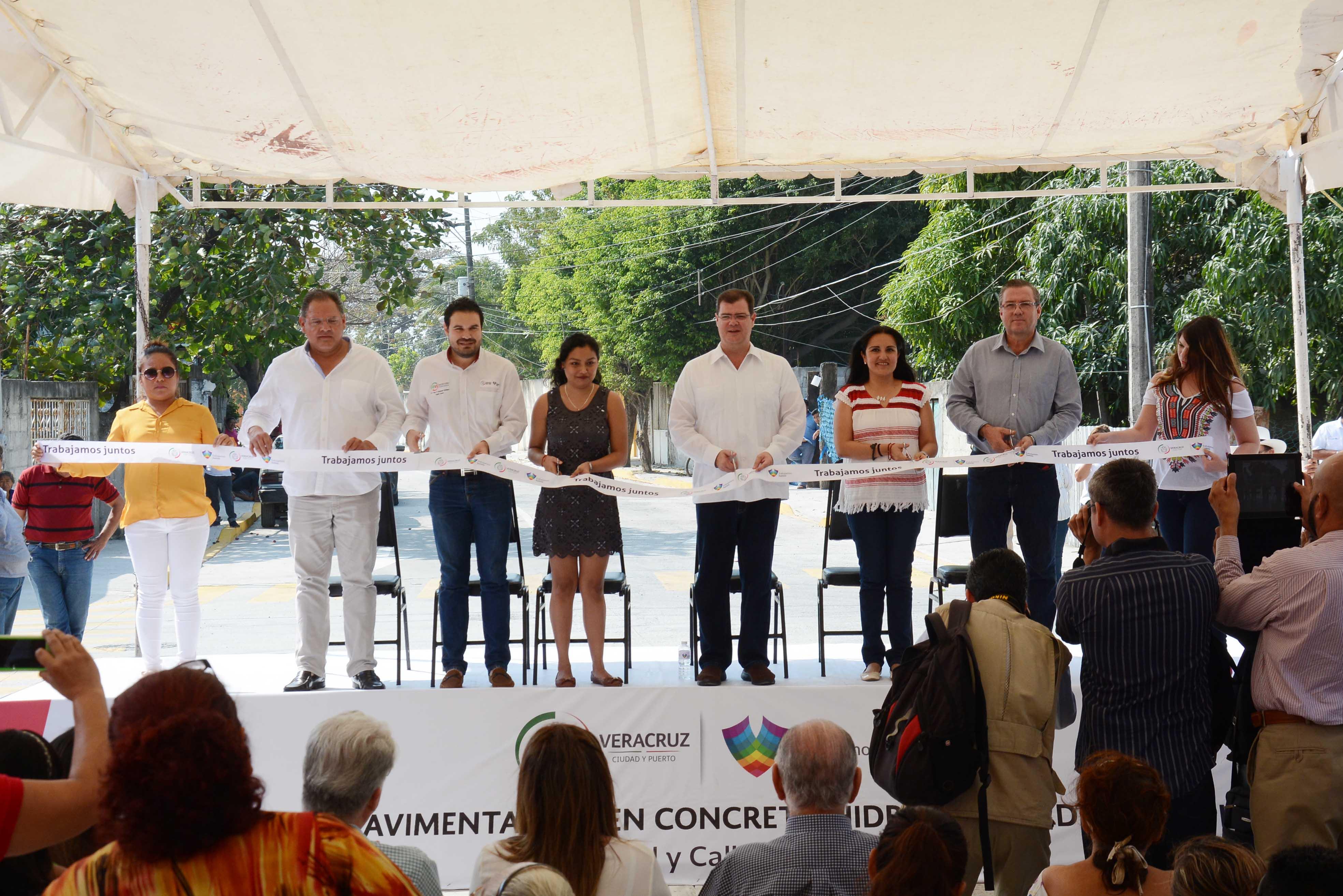 Inaugura Ramón Poo Pavimentación de Concreto Hidráulico y Red de Drenaje Pluvial en colonia El Vergel