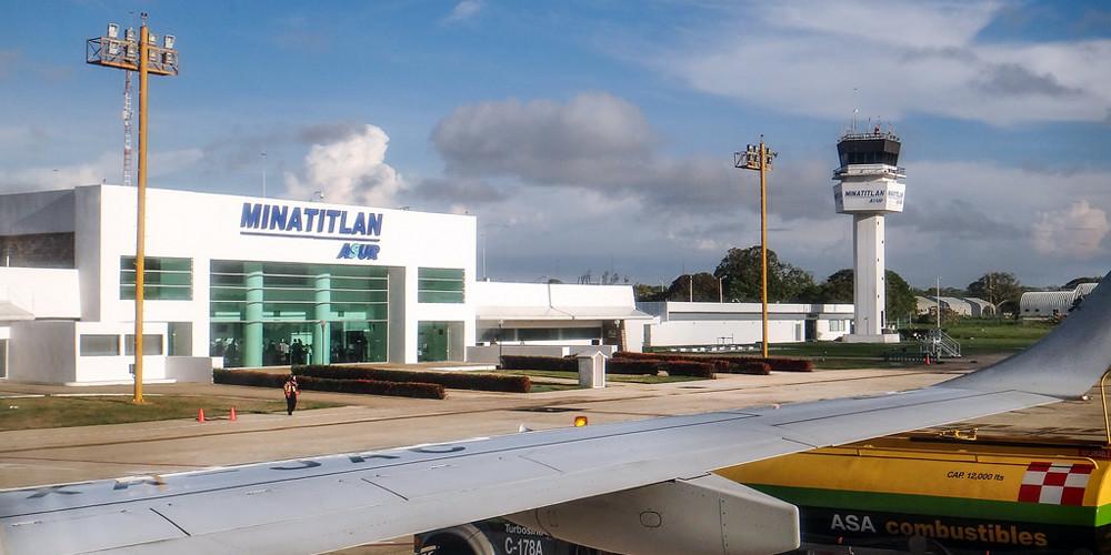 Neblina impide aterrizaje en Minatitlán, pasajeros son llevados a Acapulco