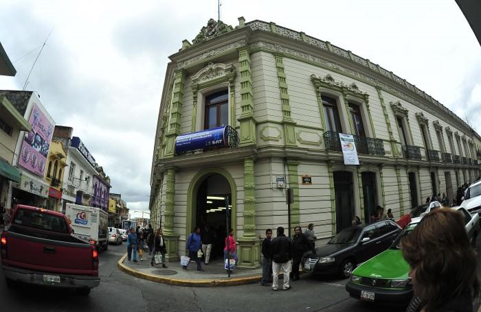 Mexicanos tramitan la devolución de sus impuestos… y los fiscalizan