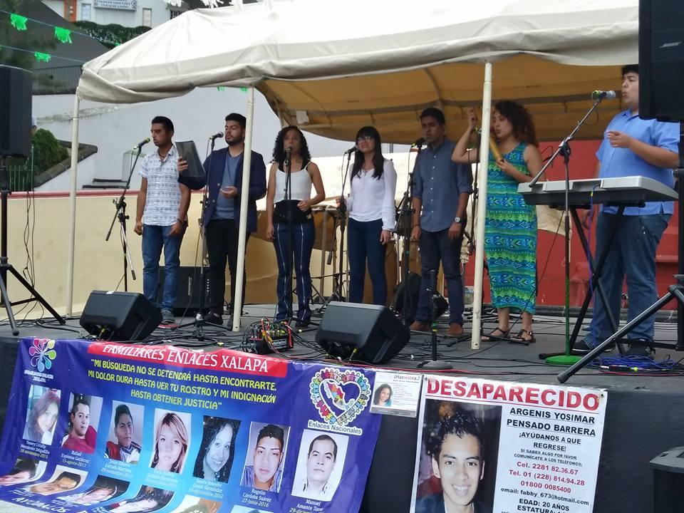 Familiares de desaparecidos recaudan fondos para memorial