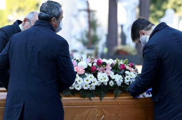 En 2020 fallecieron 40% más de mexicanos que lo estimado