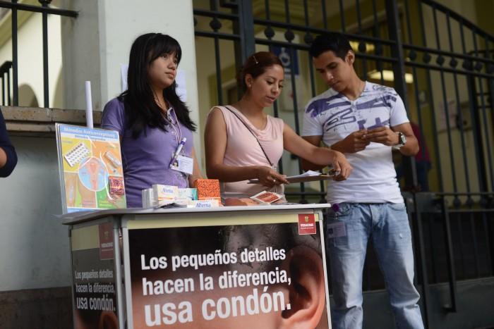 No usan anticonceptivos la mitad de los adolescentes sexualmente activos