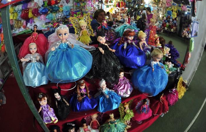 Un Vistazo A La Fabrica De Juguetes De Los Reyes Magos E Consulta
