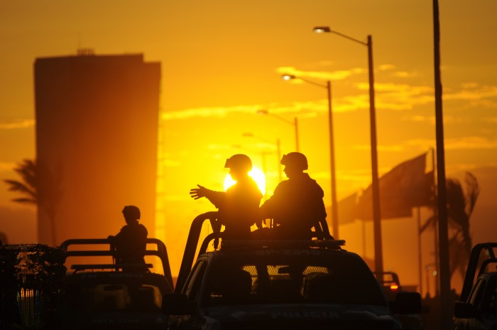 Grupo armado levanta a cuatro personas en bar de Coatzacoalcos
