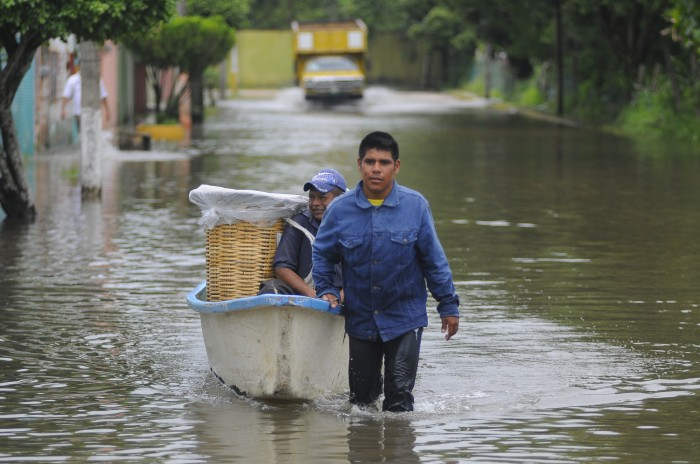Más de 3 mil personas en albergues por inundaciones: PC