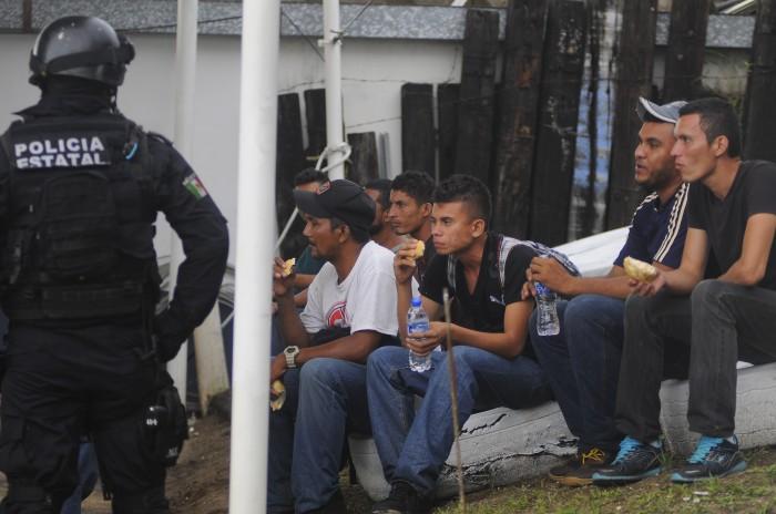 Policía Federal detienen a 22 indocumentados en Veracruz