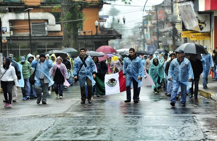 Maestros marchan contra Evaluación Docente en Veracruz