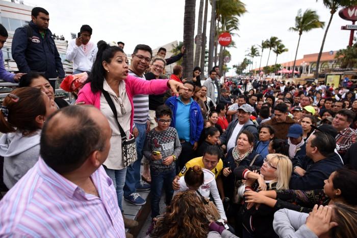 Graderos protestan por suspensión del desfile de Carnaval