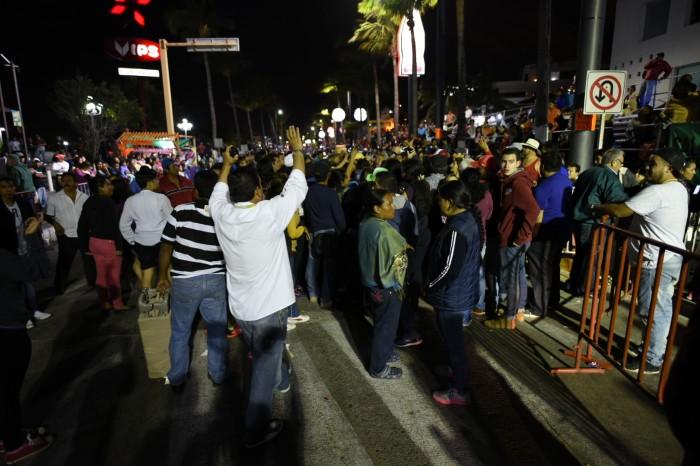 Graderos se inconforman y bloquean el desfile de Carnaval