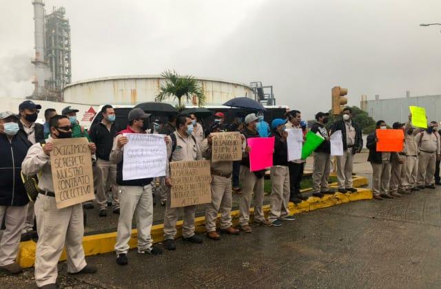 'Sí al trabajo, no a la represión': trabajadores de Pemex exigen plazas