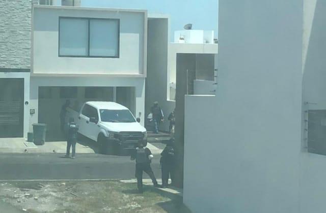 Aseguran arsenal de armas en lujosa residencia de Alvarado