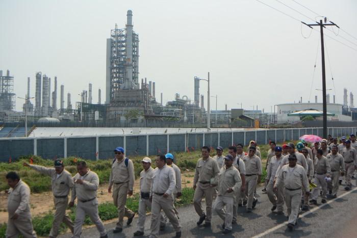 Pemex, por ceder a la IP el control de sus 6 refinerías