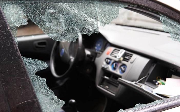 Con troncos y clavos, delincuentes intentaban asaltar a vehículos en Xalapa