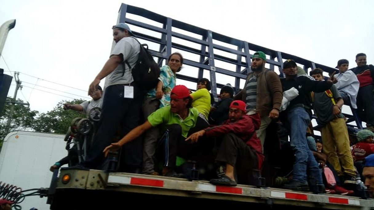 Éxodo migrante llega a Ciudad Isla, viajan cerca de mil niños