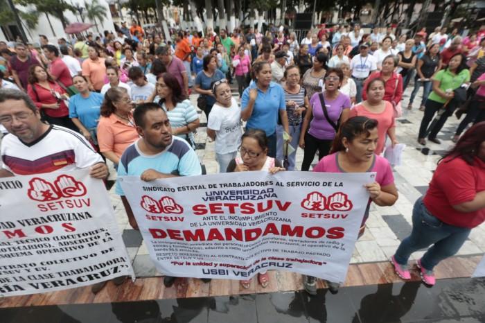 Trabajadores del SETSUV protestan en el puerto de Veracruz