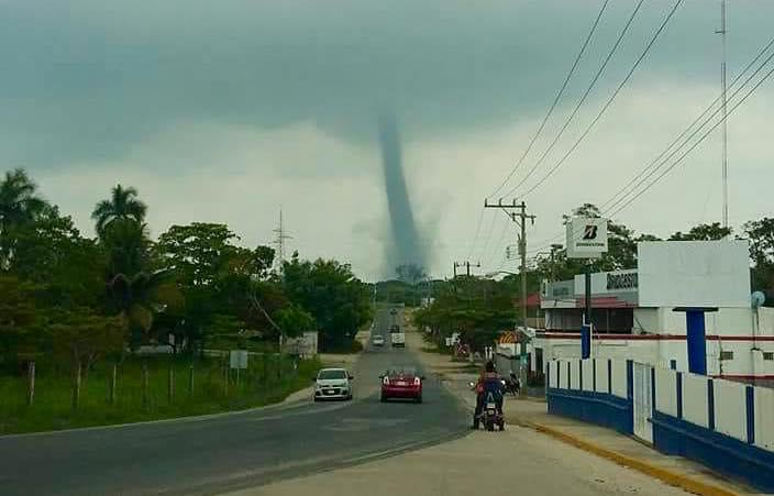 VIDEOS: Se forma tornado en Agua Dulce, no hay daños ni lesionados