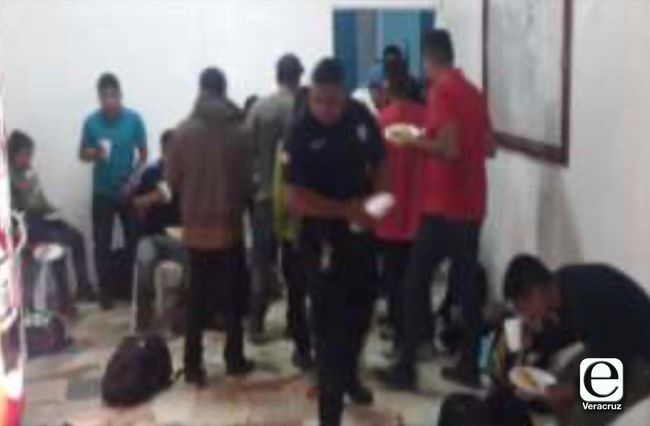 Continúa tráfico de migrantes, aseguran 19 en Jáltipan