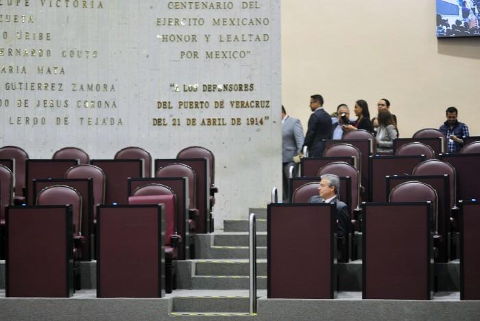 Morena y PRI revientan sesión del Congreso de Veracruz