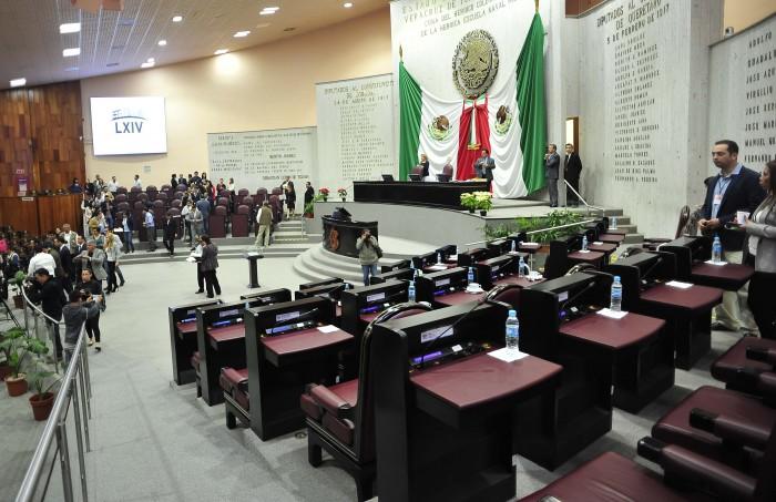 Diputados que abandonan sesión son irresponsables: Sergio Hernández