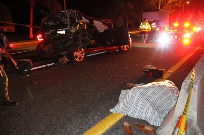 Tráiler se impacta contra caseta de Plan del Río, Veracruz