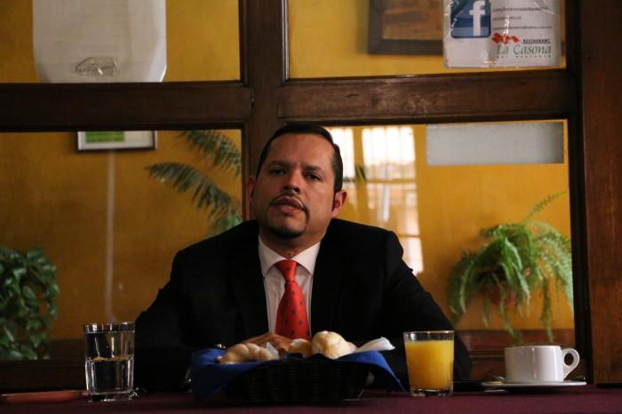 """Casarín propone que adeudo del estado se pague a la UV en """"abonos"""""""