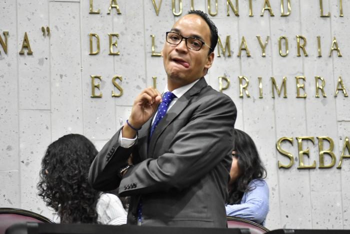 Diputado de Veracruz compara peleas de gallos con derecho al aborto