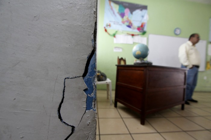 Reubican a estudiantes de seis escuelas por daños tras sismos
