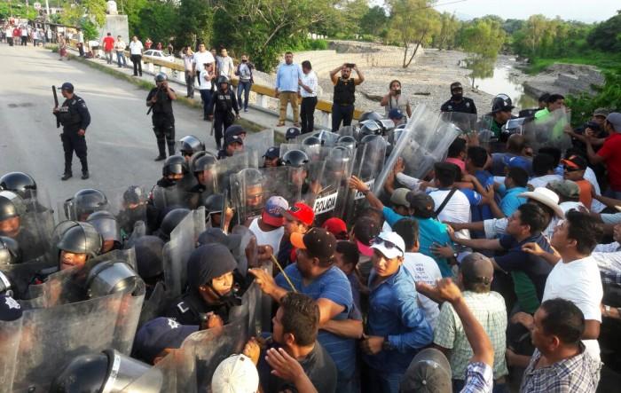 Morena interpone queja contra Yunes por desalojo en Coxquihui